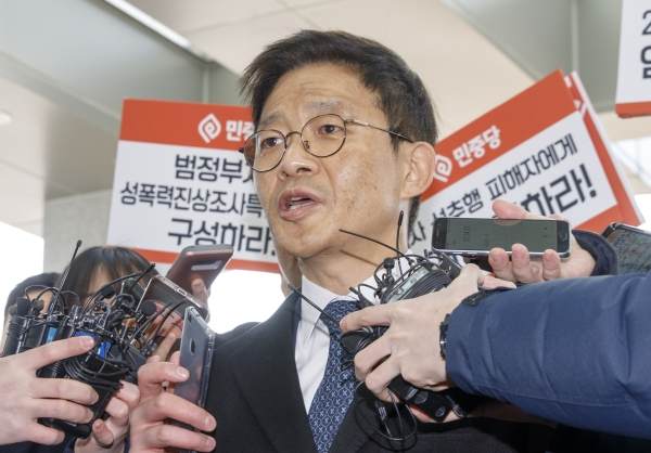 지난 2010년 한 장례식장에서 서지현 창원지검 통영지청 검사를 성추행하고 이후 인사 불이익을 준 혐의를 받고 있는 안태근 전 법무부 검찰국장 ⓒ뉴시스ㆍ여성신문