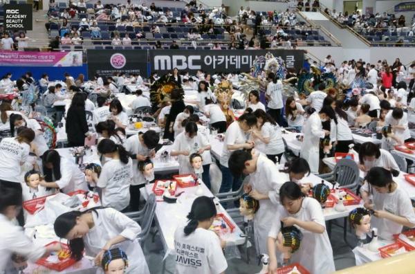 MBC아카데미뷰티스쿨 전국 캠퍼스 수강생들이 '제5회 아시아미페스티벌 뷰티콘테스트'에 참가해 콘테스트를 진행하고 있다. ⓒMBC아카데미뷰티스쿨