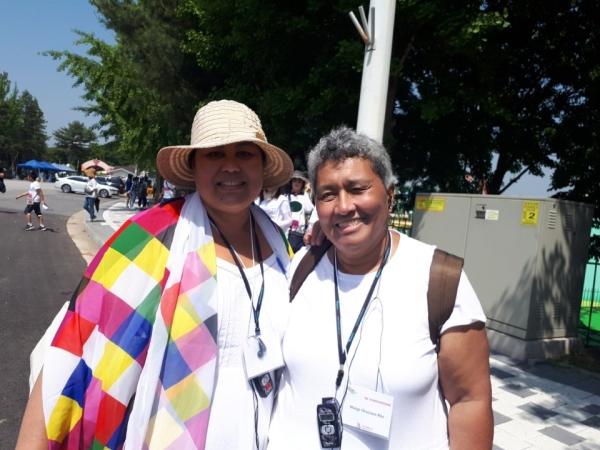 미국의 여성학자 마고 오카자와 레이(오른쪽)와 괌에서 온 사회학자 리사 린다 나티비다드(왼쪽) ⓒ여성신문