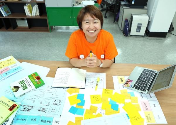 장영화 oec 대표가 환하게 웃고 있다. ⓒ이정실 여성신문 사진기자