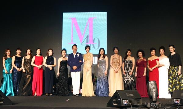 28일 용산구 그랜드하얏트서울에서 개최된 '미즈 머츄어 페스티벌 2018'에서 머츄어 롤모델 수상자들이 기념촬영을 하고 있다. ⓒ이정실 여성신문 사진기자