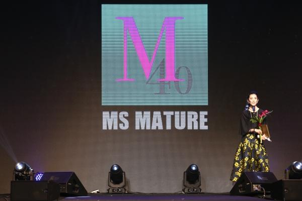 28일 용산구 그랜드하얏트서울에서 개최된 '미즈 머츄어 페스티벌 2018'에서 머츄어 롤모델 수상자인 유지연 유니버셜 발레단 부예술감독이 수상소감을 말하고 있다. ⓒ이정실 여성신문 사진기자