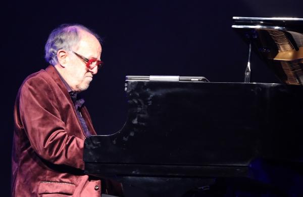 28일 용산구 그랜드하얏트서울에서 개최된 '미즈 머츄어 페스티벌 2018'에서 재즈 피아니스트 밥 제임스가 연주하고 있다. ⓒ이정실 여성신문 사진기자