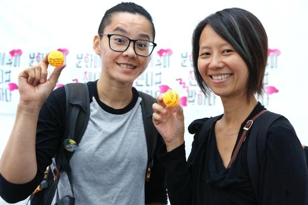 대만에서 온 연극·영화인 조이스 씨와 벳지 씨도 이날 여러 워크숍에 참여했다. ⓒ이정실 여성신문 사진기자