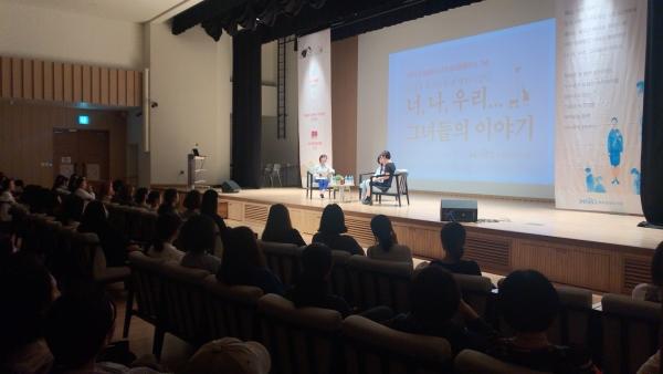 (왼쪽부터) 장수연 MBC 라디오 PD, 조남주 작가, 난다 작가가 지난 6일 서울 마포중앙도서관에 모여 이야기를 나누고 있다. ⓒ마포중앙도서관 제공