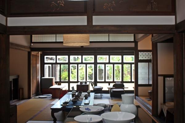 일본 사가현 아리타에 위치한 '갤러리 백파선'에 한·일 현대 여성 도공들의 작품이 전시되어 있다. ⓒ사가현 아리타=이유진 기자