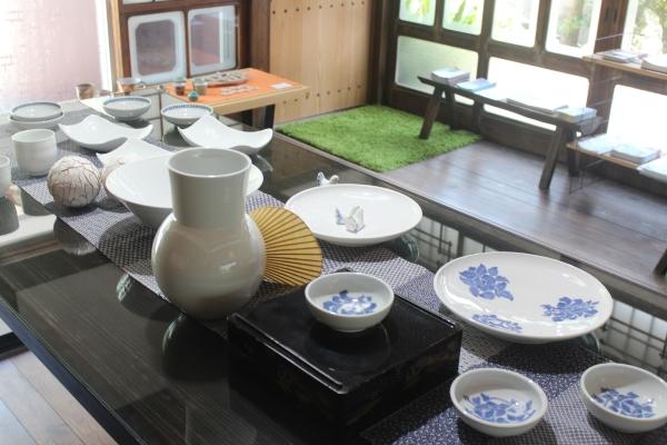 일본 사가현 아리타에 위치한 '갤러리 백파선'에 한국 여성 도공 노진주의 작품이 전시되어 있다. ⓒ사가현 아리타=이유진 기자