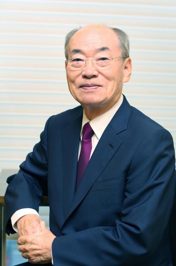 경찰개혁위원장을 지낸 박재승 변호사. 경찰도 국민주권 시대의 새로운 대한민국 만들기에 동참해서 국민을 최고의 가치에 두어야 한다고 강조한다.