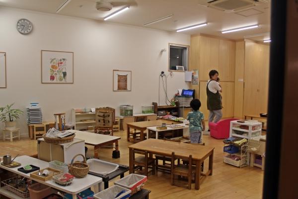 후쿠오카시 하카타구에 위치한 도론코(どろんこ) 야간보육원에 오후 10시가 넘은 시각에도 아이들이 남아 있다. 도론코 보육원은 오전 7시부터 새벽 2시까지 운영된다. ⓒ후쿠오카=이유진 기자