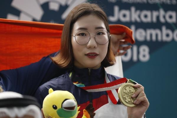 여자 25m 공기권총에서 동메달을 딴 김민정 선수 ⓒ뉴시스·여성신문