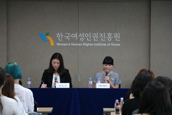 일본의 무용수이자 모델인 엔도 카오리 씨가 지난 8일 한국여성인권진흥원이 연 '여성, 이미지 생산자' 포럼에서 발언하고 있다. ⓒ한국여성인권진흥원 제공
