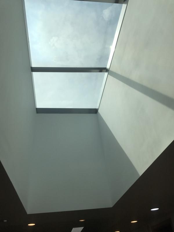 햇빛이 잘 들도록 설계한 생활실 천장. ⓒ이유진 기자