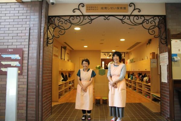 도쿄의 유일한 24시간 인가보육시설인 세이이쿠 시세이 보육원(어린이집)의 원장과 교사 ⓒ진주원 여성신문 기자