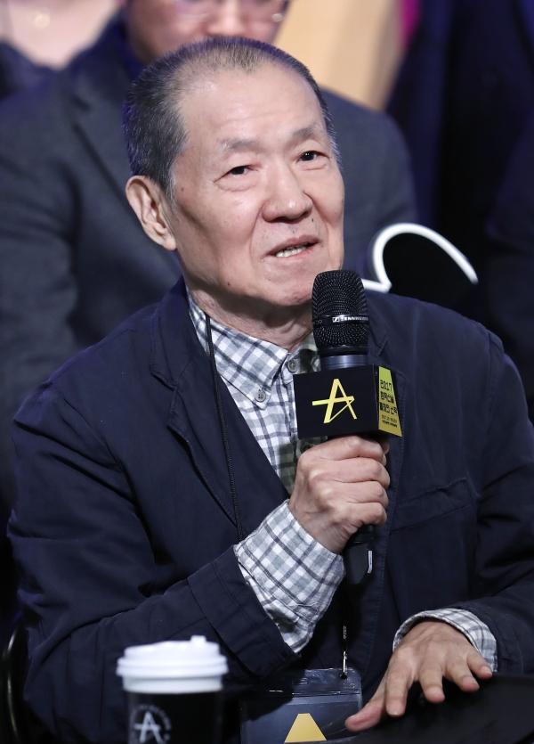 2017년 11월 9일 서울 대학로예술극장에서 열린 2017 공연예술 창작산실 올해의 신작 기자 간담회에 참석한 오태석 연출가. 그는 지난 2월 성폭력 가해자로 고발당했고, 이후 아무런 입장을 남기지 않고 자취를 감췄다.