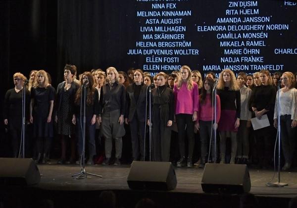 2017년 11월 19일 스웨덴 영화계 여성 종사자 수백명이 스톡홀름의 소드라 극장에 모여 업계 내 성폭력과 괴롭힘 실태를 폭로했다. 해시태그 '#tystnadtagning(#침묵행동) 으로도 잘 알려진 연대 성명에는 스웨덴 여배우 703명이 서명했다. ⓒ유튜브 영상 캡처