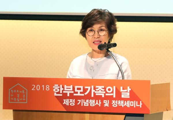 지난 5월 10일 서울 중구 페럼타워에서 열린 '2018 한부모가족의 날 제정 기념행사 및 정책세미나'에서 전영순 한국한부모연합 대표가 인사말을 하고 있다. 사진은 기사와 직접적 연관이 없음. ⓒ이정실 여성신문 사진기자