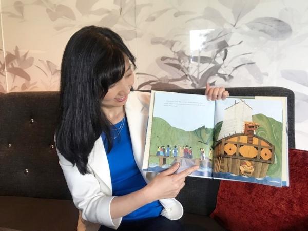 헬레나 구 리가 자신이 제일 좋아하는 장면을 보여주며 설명하고 있다. ⓒ이유진 기자