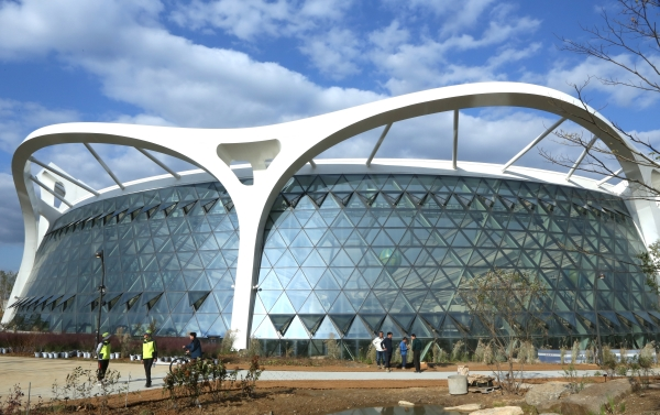 11일 임시 개방한 서울 강서구 마곡동 서울식물원의 식물문화센터 전경