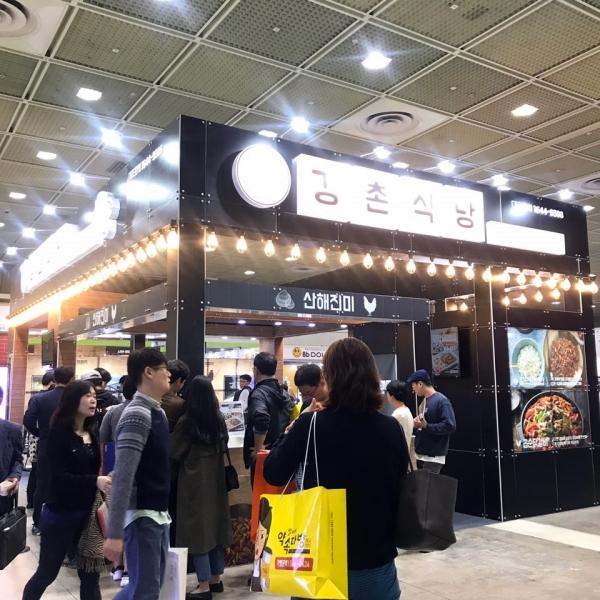 프랜차이즈 서울 참가 업체 중 하나인 강촌식당 부스