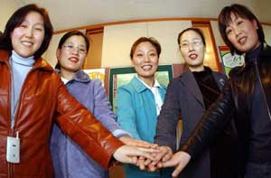 The women who succeeded after 4 years in invalidating their dismissal by Allianz First Life, and their supporters from Womenlink Korea