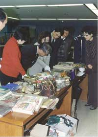 Officials of the Ministry of Gender Equality and experts inspect the historical artifacts to be exhibited in the Hall on December 4.