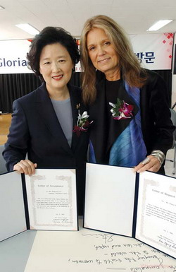 "Gloria Steinem, founder and publisher of feminist magazine ""Ms."", visited with The Womens News in October 2002. Speaking with Lee Kei-Kyung, publisher of The Womens News at the time, Ms. Steinem also accepted the proposal to work as an honorary advisor to the Womens News."