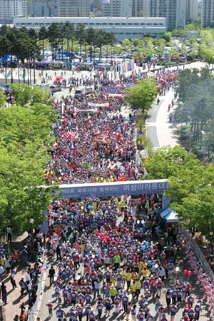 Women's Marathon, a festive family event where over 20 thousand people of all ages and gender participate.