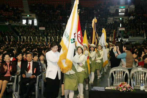 The 42nd National Women's Conference held at Seoul Olympic Park Gymnastics Stadium on Nov 15th 2006. 15,000 of women leaders came from across the country to discuss the vision for women's movement.