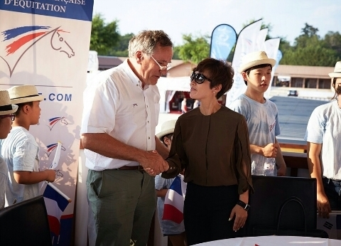 CEO Park signed an MOU with the French Equestrian Federation.