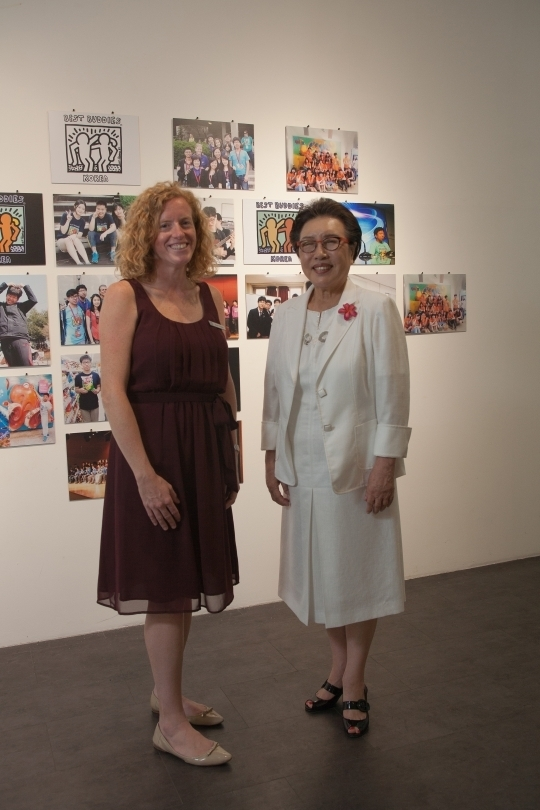 President Kim(left) and Director Trone(right) at the exhibition.