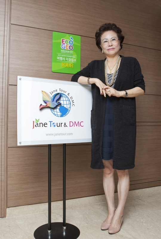 "Han Junggyu, Representative of Jane Tour & DMC, which was awarded with $5 Million Tourism Promotion Tower for contributing to the acquisition of foreign currency on the 40th Tourism Day by the Ministry of Culture, Sports, and Tourism. She said, ""The key to success is to be earnest in all relationships rather than overlooking them.""   ⓒ Lee Jeong-sil Women News photographer"