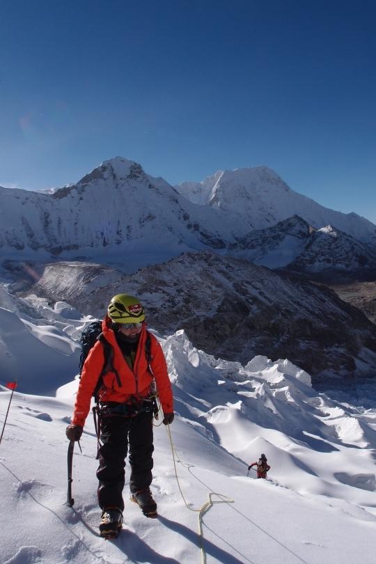 Kim Yeong-mi climbing to Amphu 1.