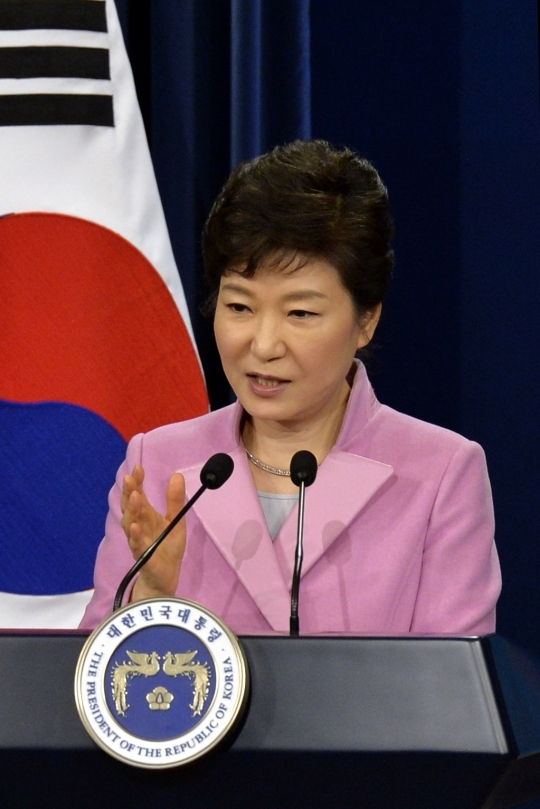President Park Geun-hye at the first press conference of the New Year, held in Chunchu-gwan in the Blue House on the 6th, briefing the press on her national agendas as she enters the 2nd year in office. ⓒ Newsis