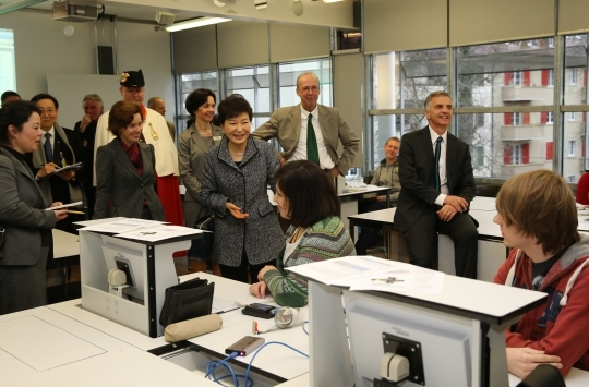 On January 21, President Park Geunhye visits Commercial-Industrial Vocational School (GIBB) in Bern during her state visit to Switzerland.