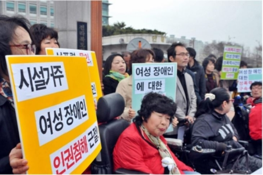 The intellectually disabled represents 73% of the total number of disabled victims of sexual violence. In accordance with the severity of the issue, advocates for victims have been calling on the government to come up with measures immediately. Last April, the 'Committee to address sexual violence against the disabled' held a press conference in front of Jeonbuk Provincial Police Agency located in the city of Jeonju. They urged the Agency to settle a case where former director of an institute for the disabled had allegedly raped students for several years.