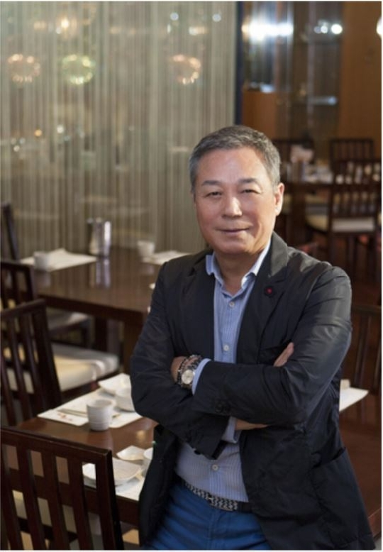 CEO Oh Jinkwon established NOLBOO in 1987 and DININGSTORY Co., Ltd. in 2003. The company's major brands include SAWOL-E BORIBAB, ORI-WA GGOGGE, NORANG JEOGORI, MARISCO, HANSIK ZOZAKORI, and SAWOL-E JJUGUMI. Meanwhile, Oh still strives to create a new menu.