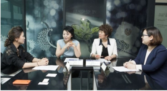 On May 16, Suri Tree CEO Jeong Sunhee, Carat Two CEO Park Eunsuk, Gold Bank CEO Kim Miran, and SO-I.MOON CEO Moon So-i (from left) gathered at Carat Two in Gwangjin-gu, Seoul, to discuss ways to foster the jewelry industry.