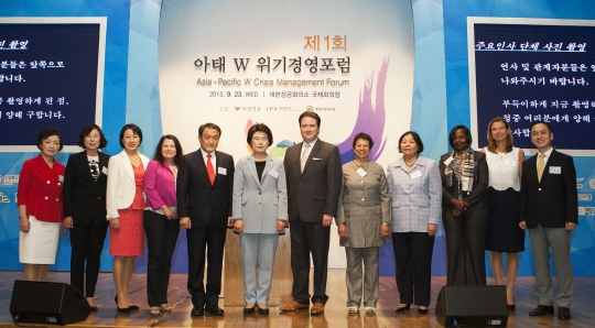 Diplomats, government officials and female leaders attended 'Asia-Pacific W Crisis Management Forum' opened at the the Korean Chamber of Commerce and Industry in Seoul on Wednesday.